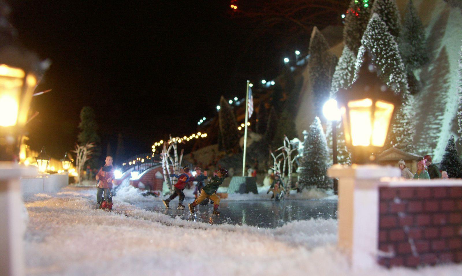 2013 Christmas Village 053