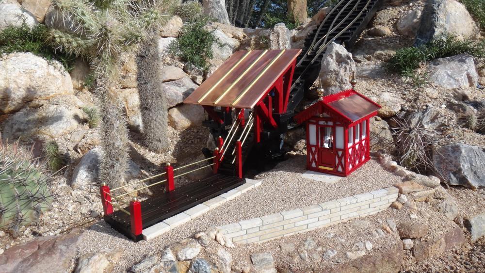 G Scale Funicular Boarding Area2.JPG