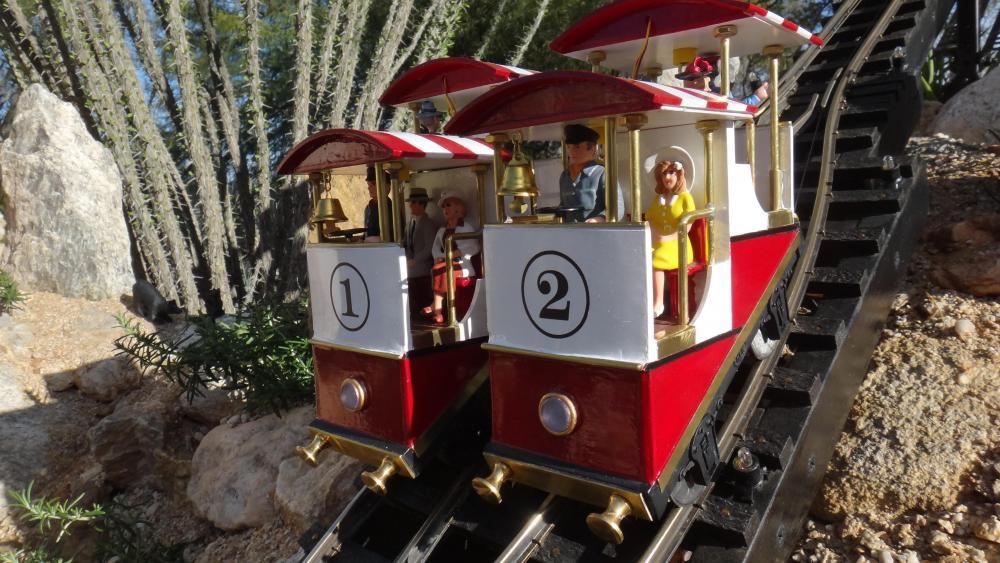G Scale Funicular Car3.JPG