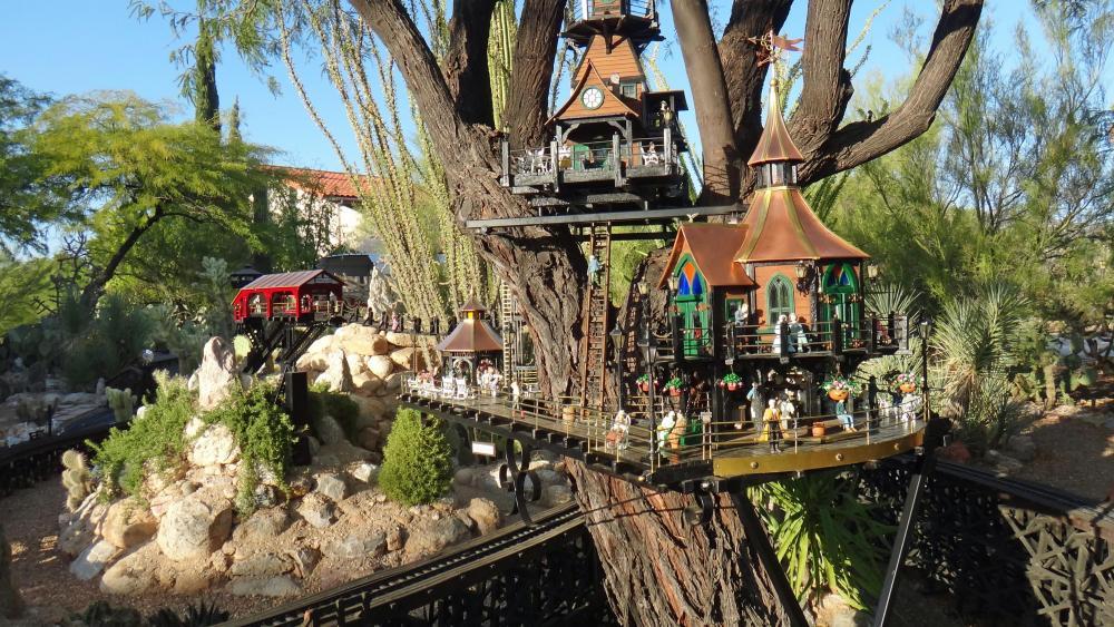 Garden Railway Treehouse Remodeled-56.JPG