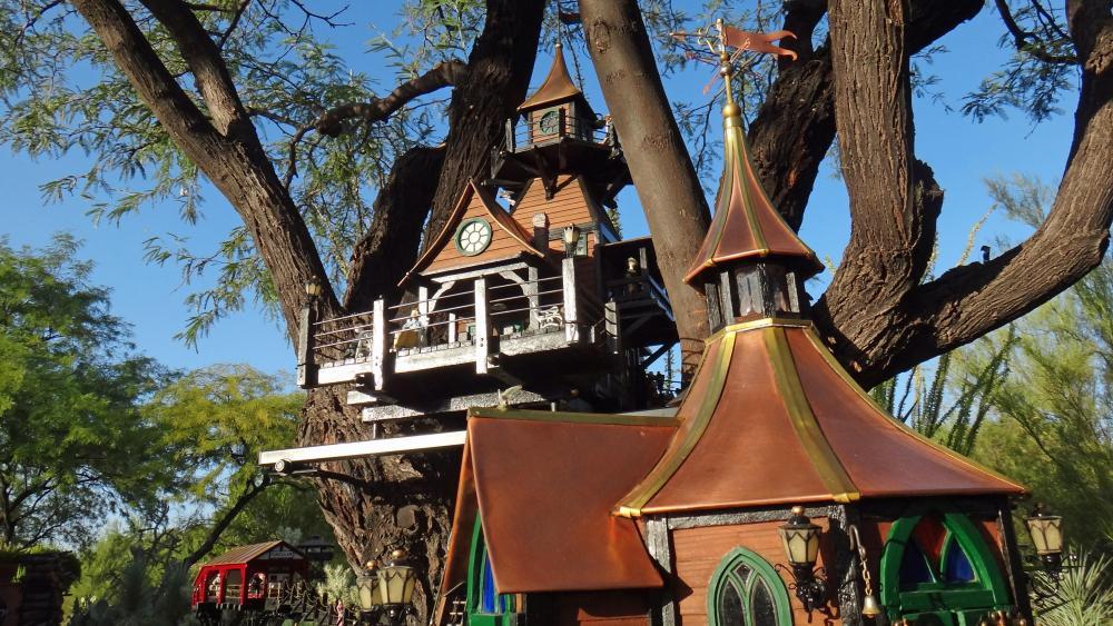 Garden Railway Treehouse Remodeled-60.JPG