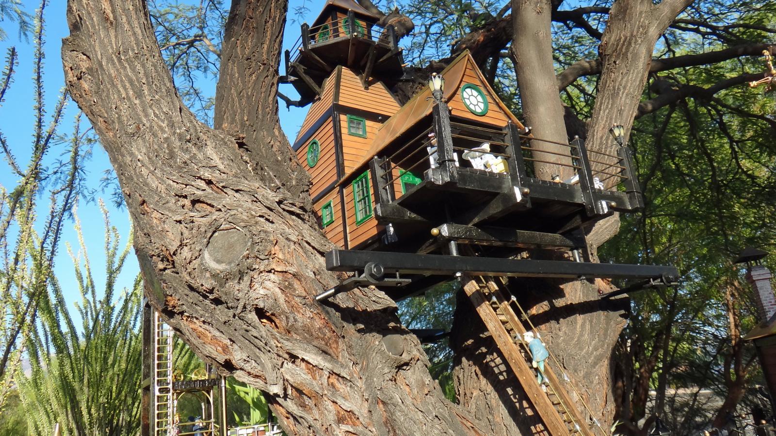 Garden Railway Treehouse Remodeled-50.JPG