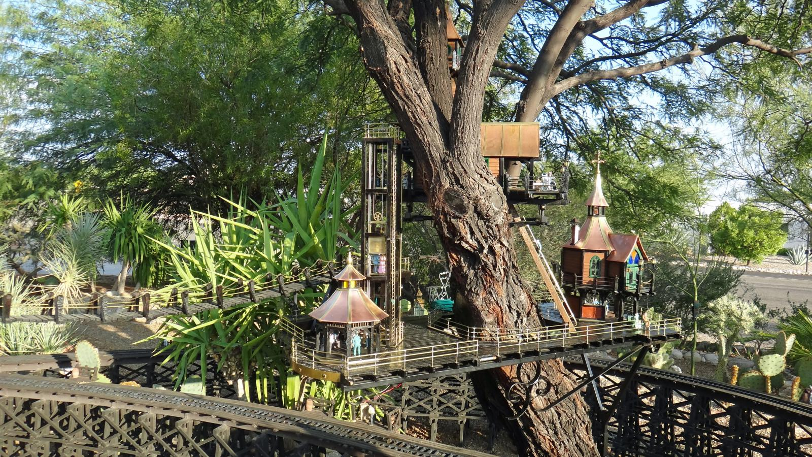 Garden Railway Treehouse Remodeled-22.JPG