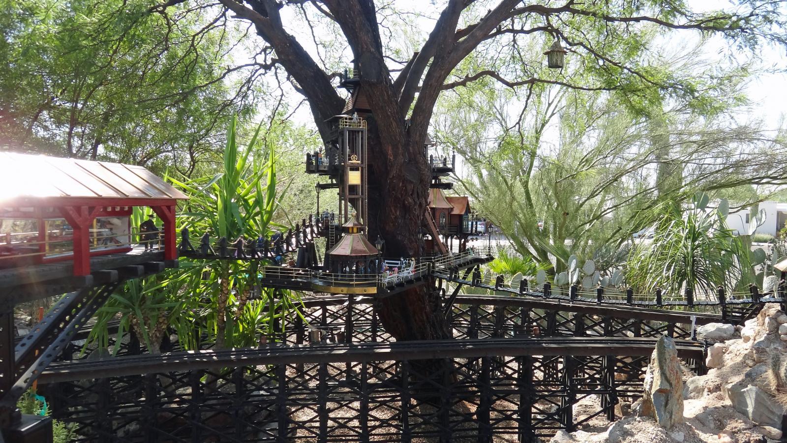 Garden Railway Treehouse Remodeled-62.JPG