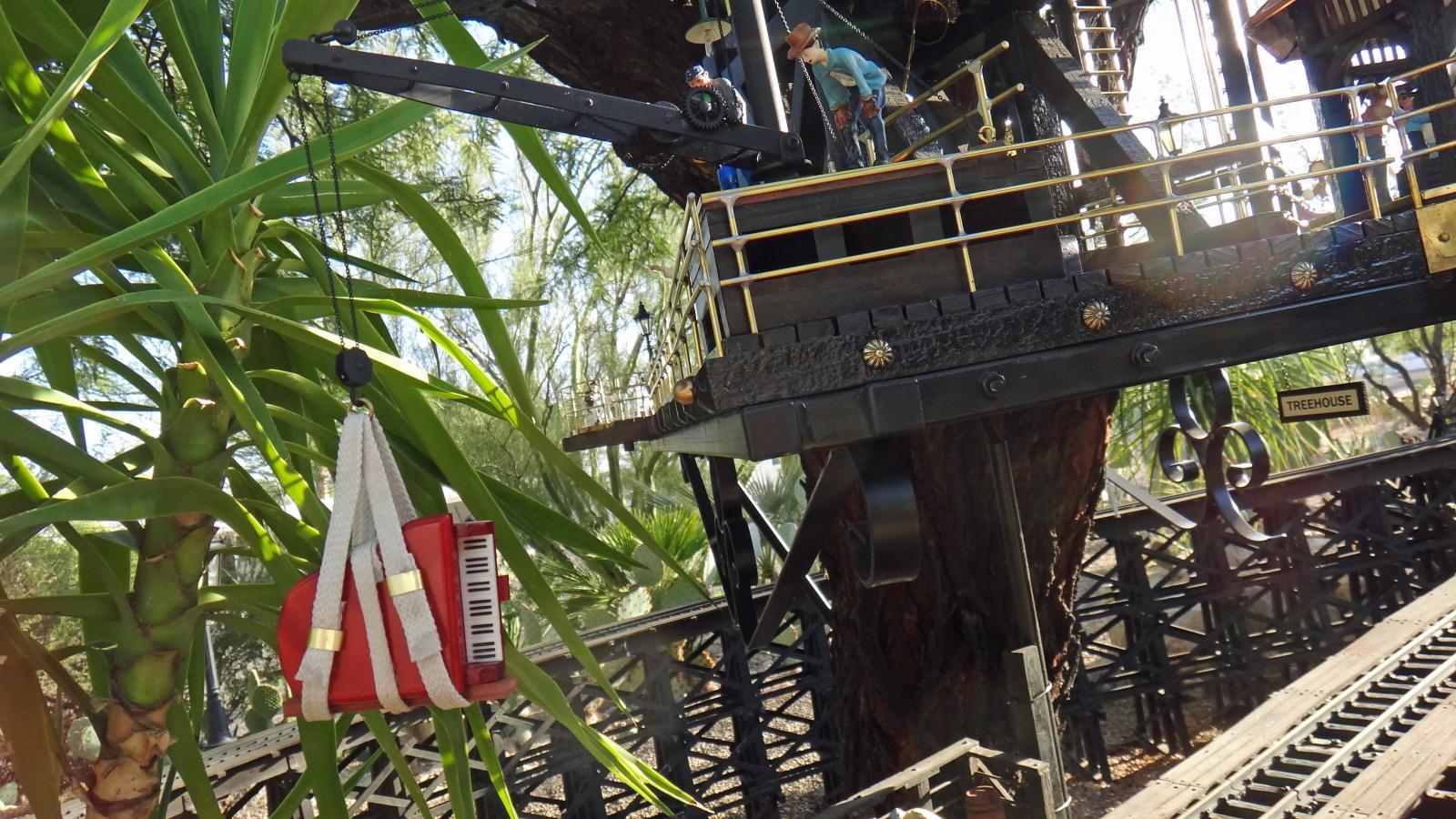 Garden Railway Treehouse Remodeled-40.JPG