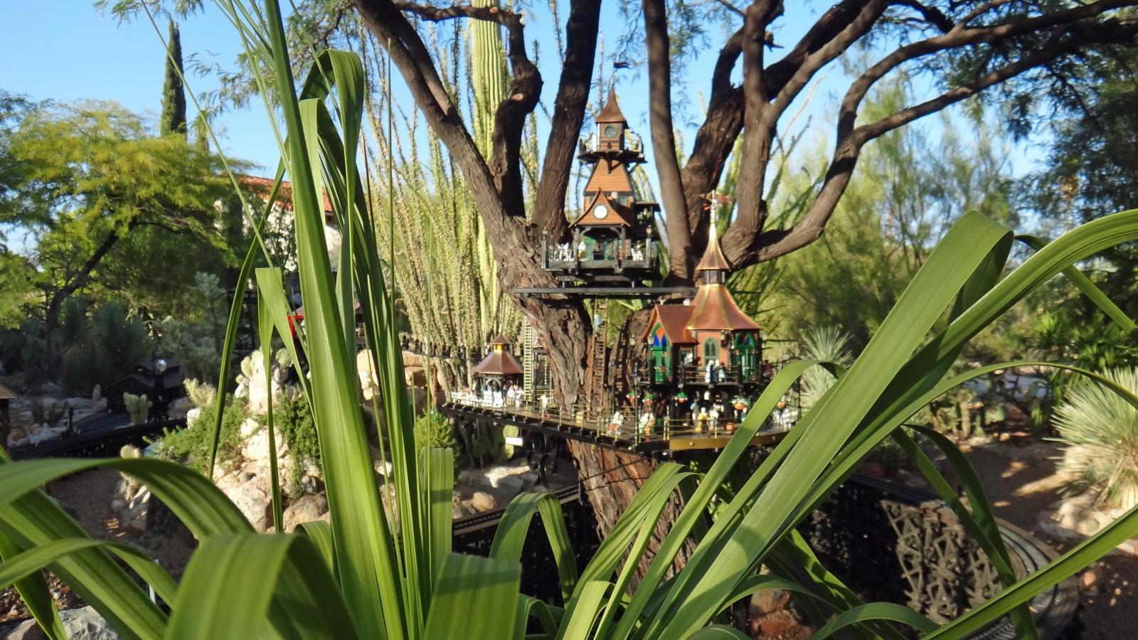 Garden Railway Treehouse Remodeled-57.JPG