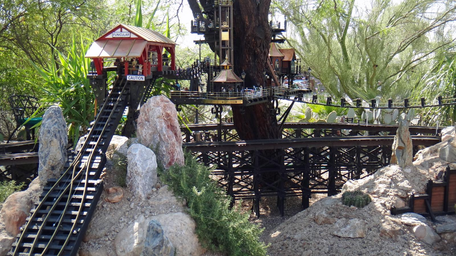 Garden Railway Treehouse Remodeled-65.JPG