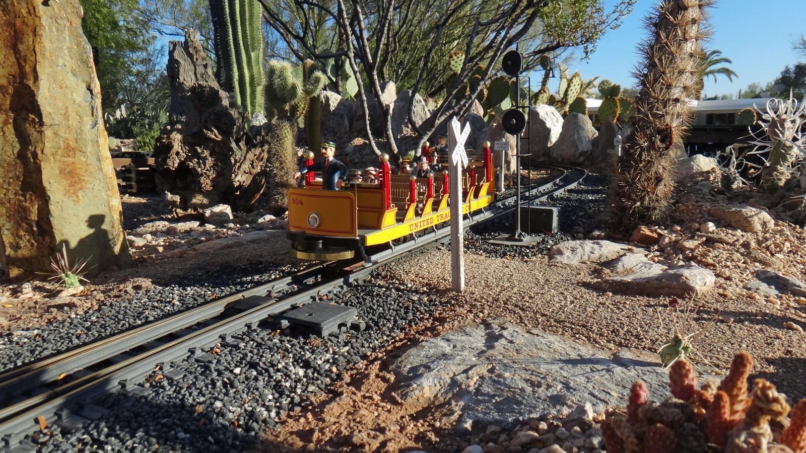 Bachmann Open Air Trolley 5.JPG