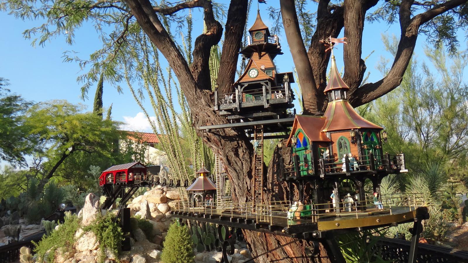 Garden Railway Treehouse Remodeled-23.JPG