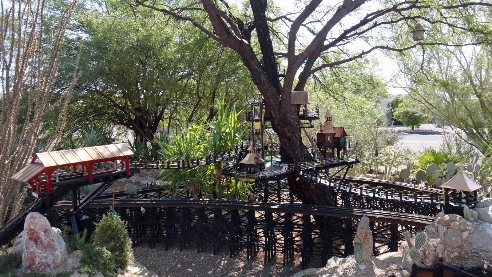 Garden Railway Treehouse Remodeled-63.JPG