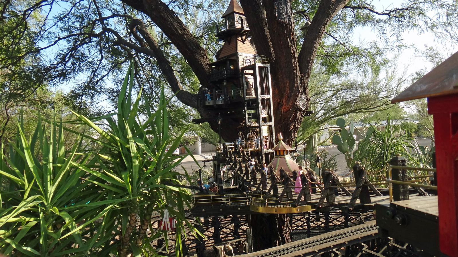 Garden Railway Treehouse Remodeled-47.JPG