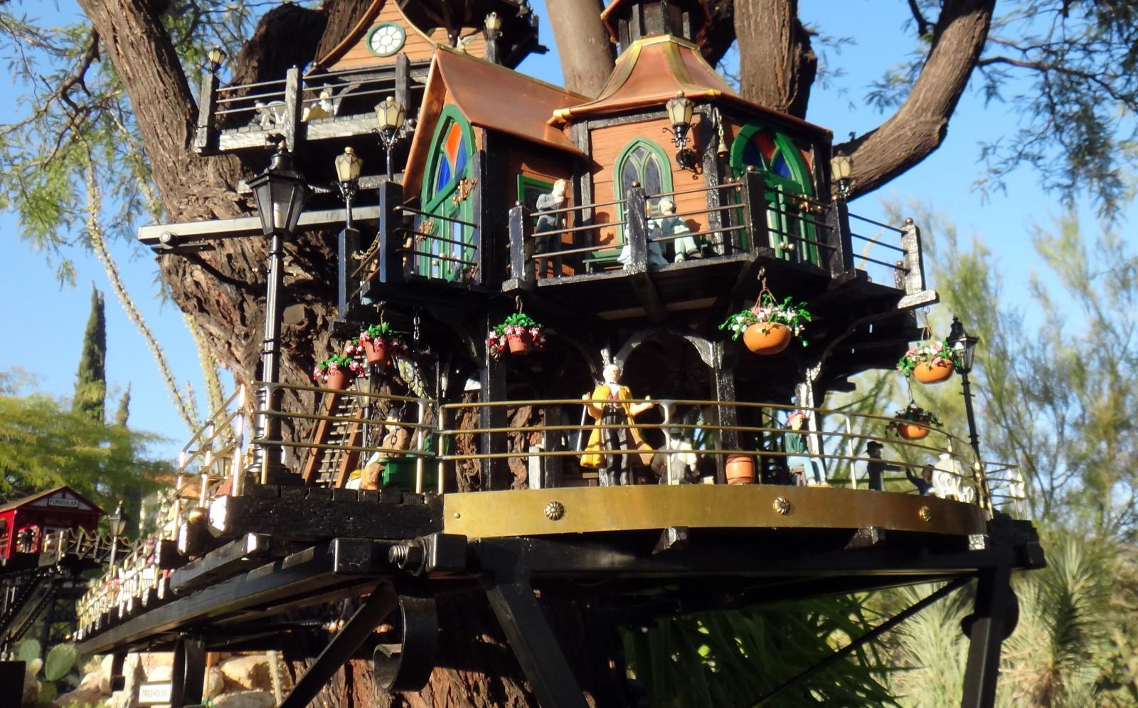 Garden Railway Treehouse Remodeled-61.JPG