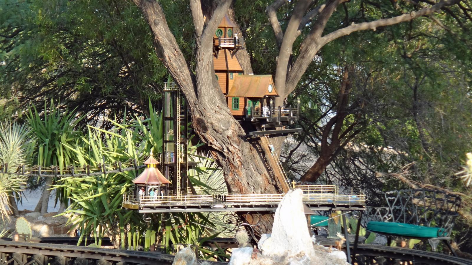 Garden Railway Treehouse Remodeled-8.JPG