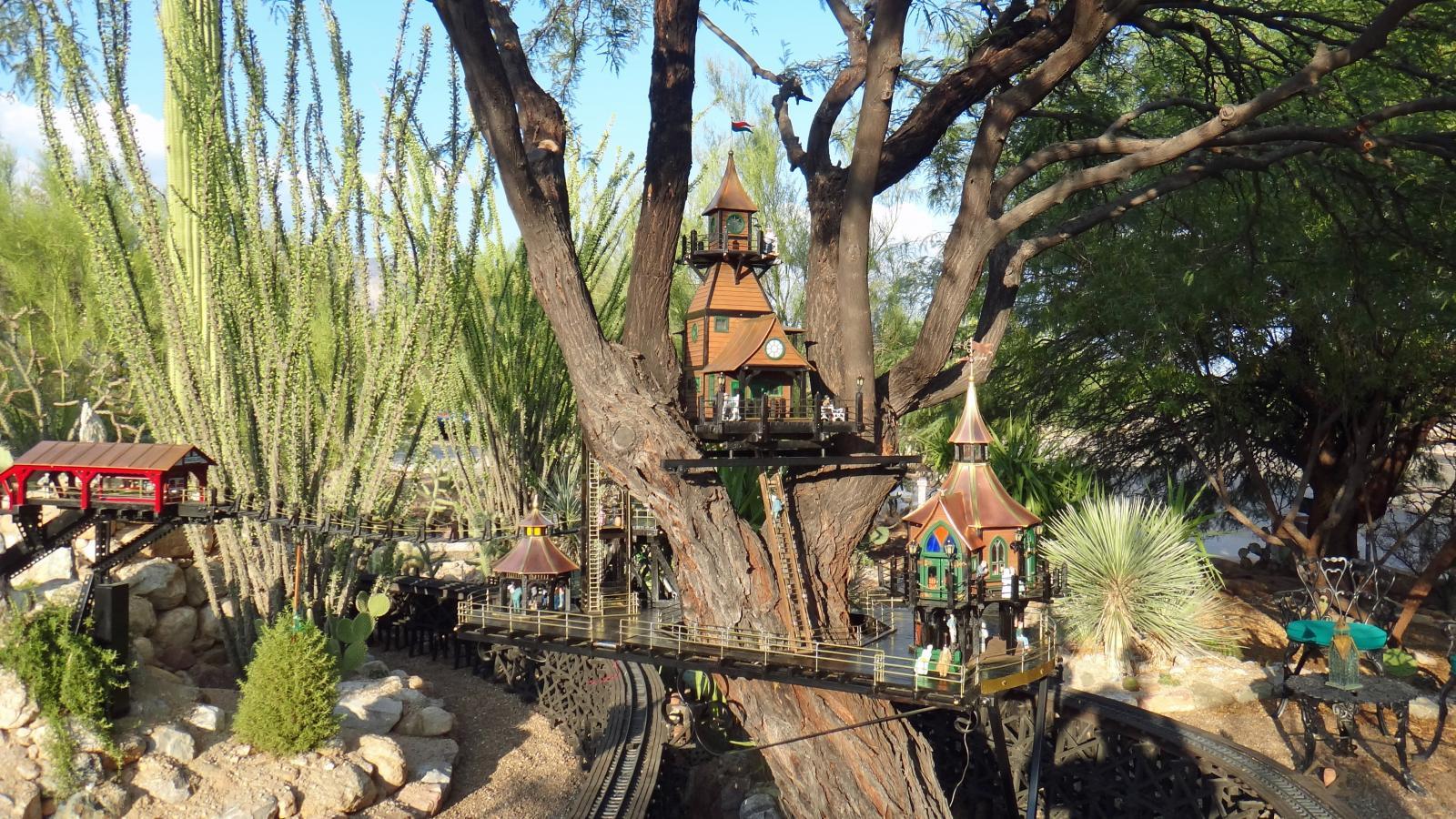 Garden Railway Treehouse Remodeled-26.JPG